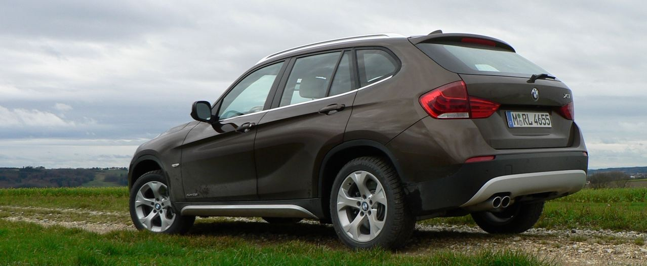 auto carz zone 2011 bmw x1 xdrive28i pics. Black Bedroom Furniture Sets. Home Design Ideas